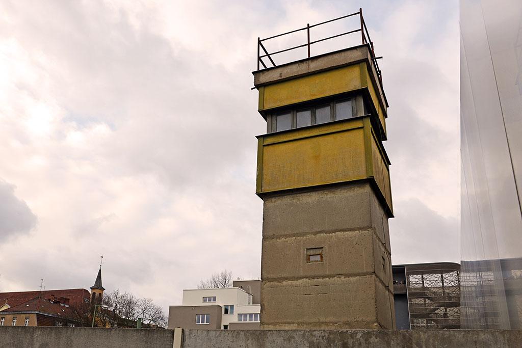 Vakttorn vid muren i Berlin