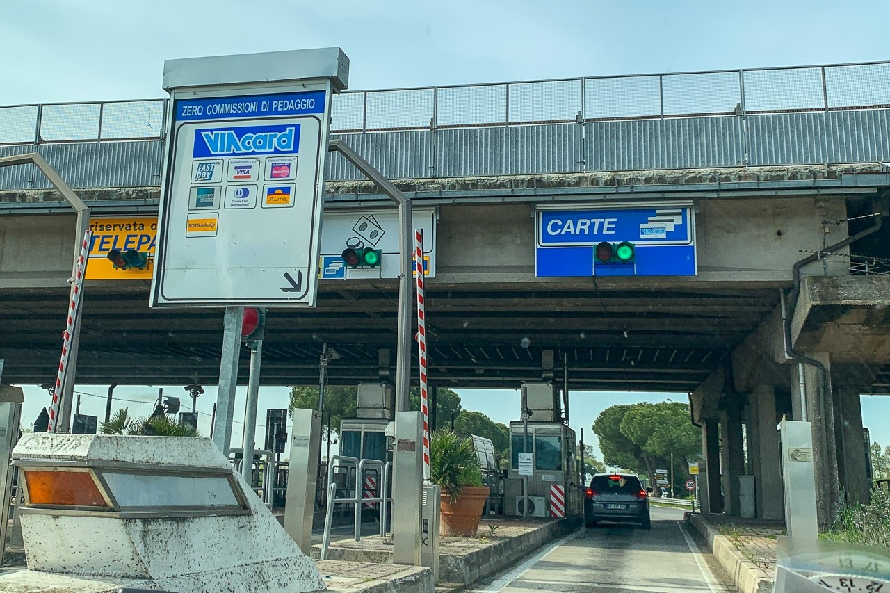 Bila i Italien - avfart motorväg