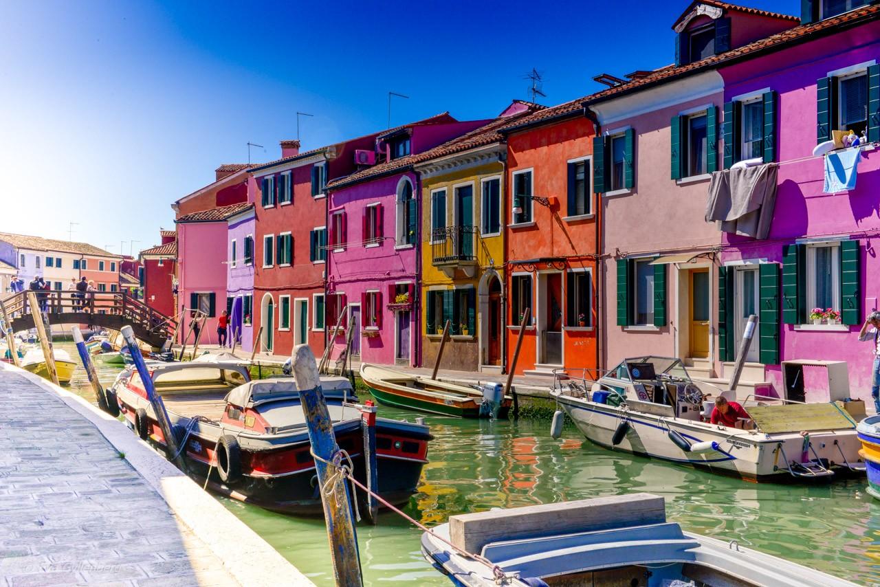 Vackra och färgglada Burano utanför Venedig - Italien