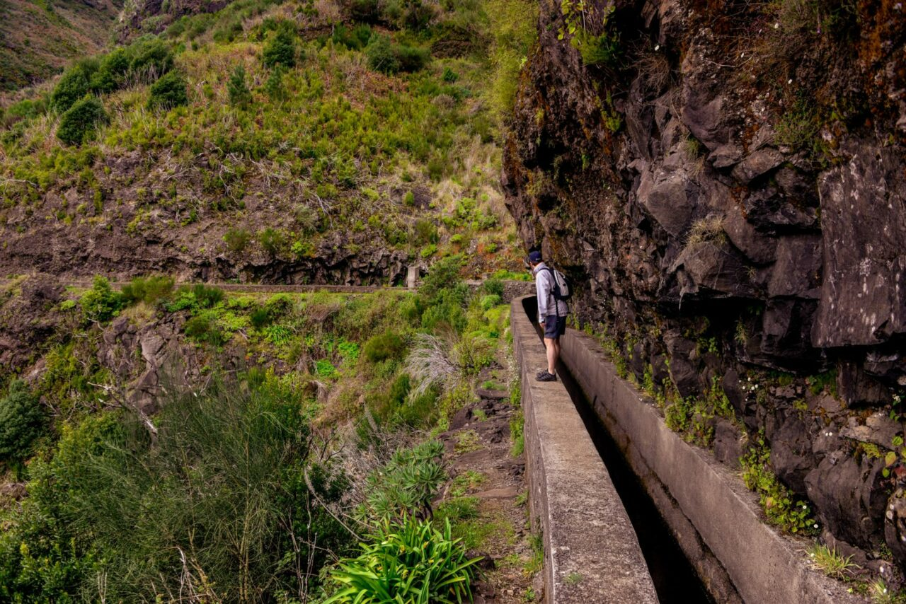 Smala passager utefter Levada das Rabacas - Madeira
