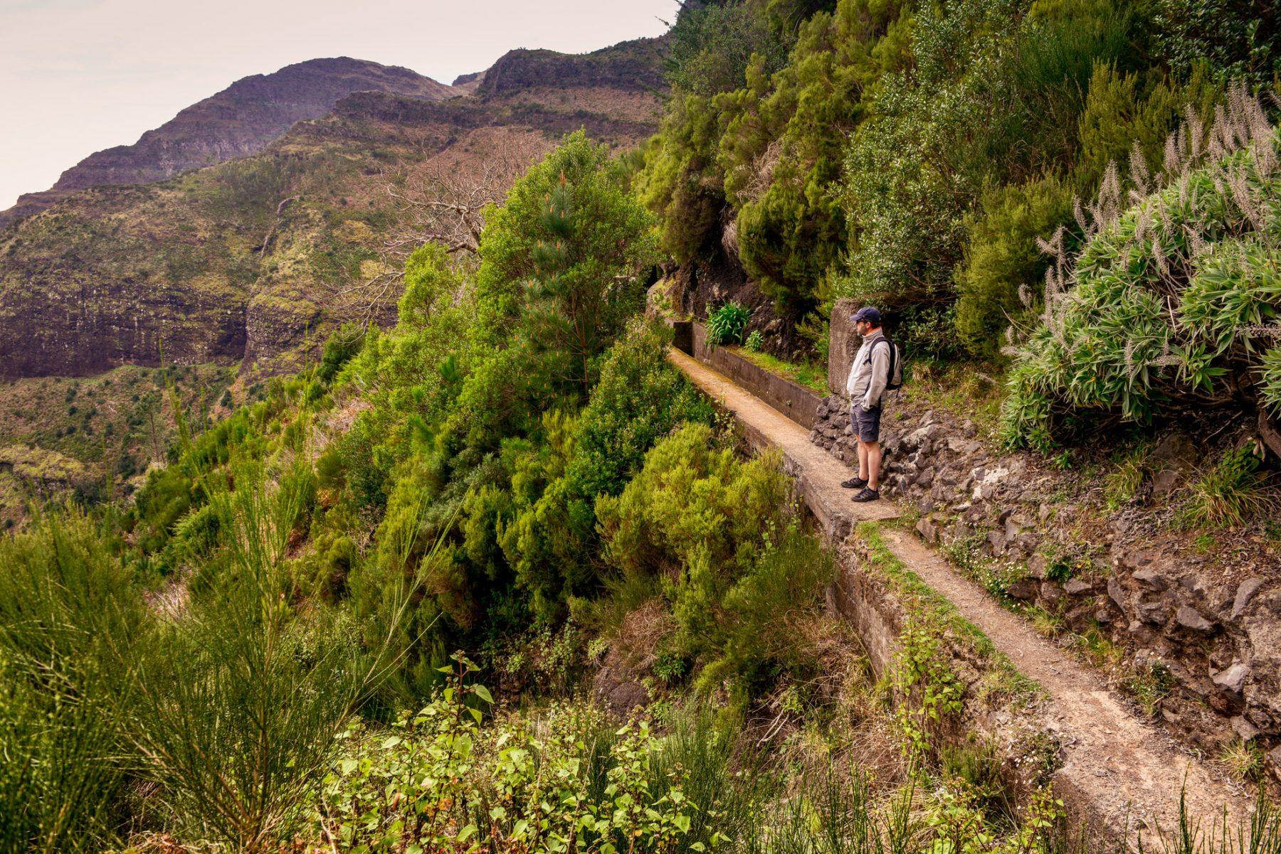 Smala stigar ibland utefter levadorna - Madeira