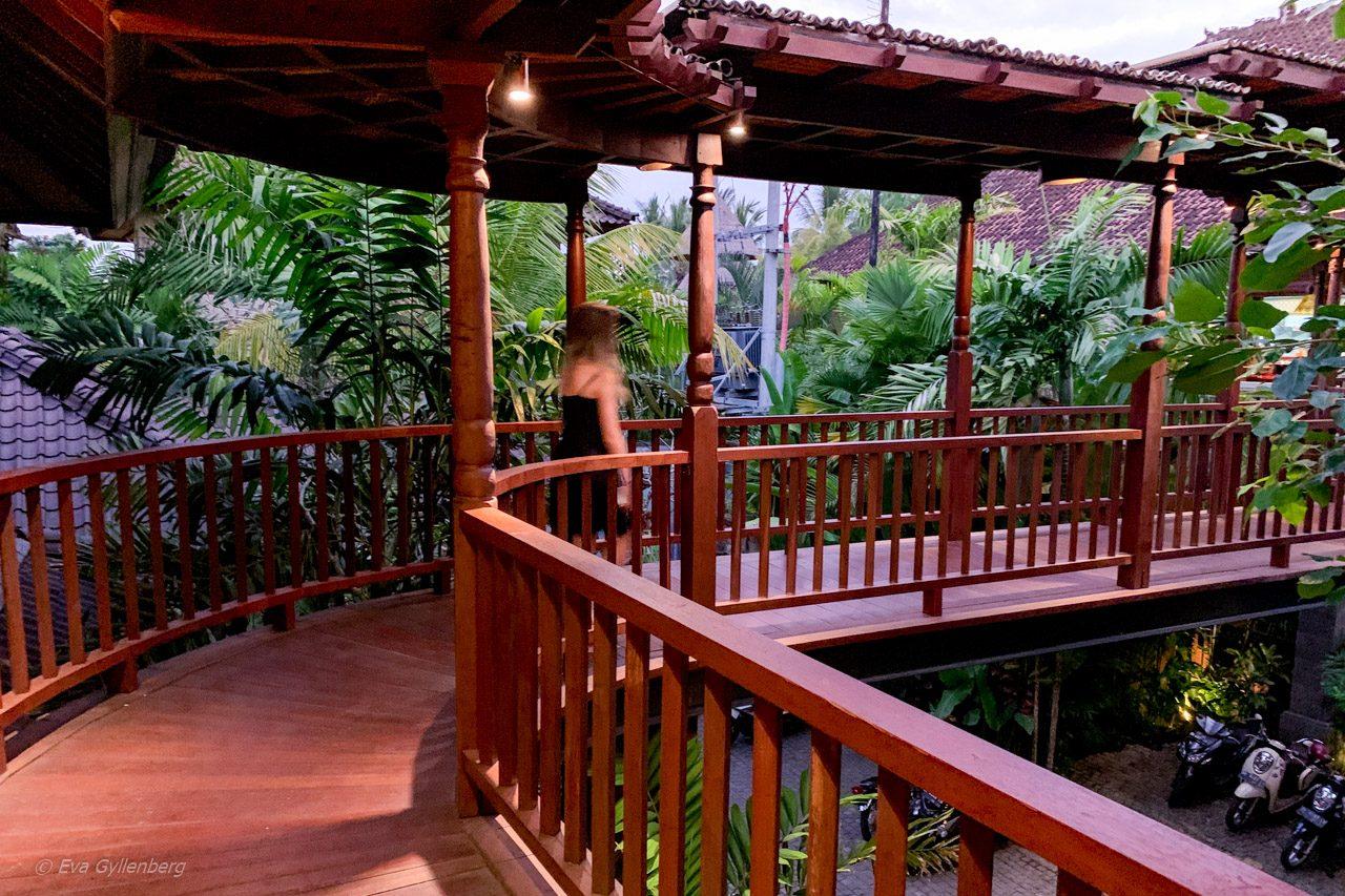 Vägen till restaurangen på Dwaraka Royal Villas, Ubud