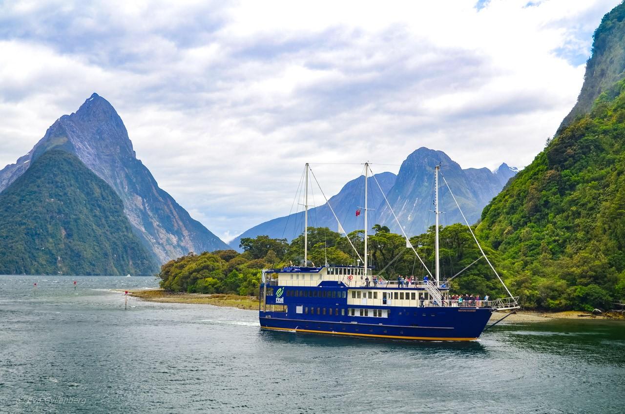 Båt i Milford Sound