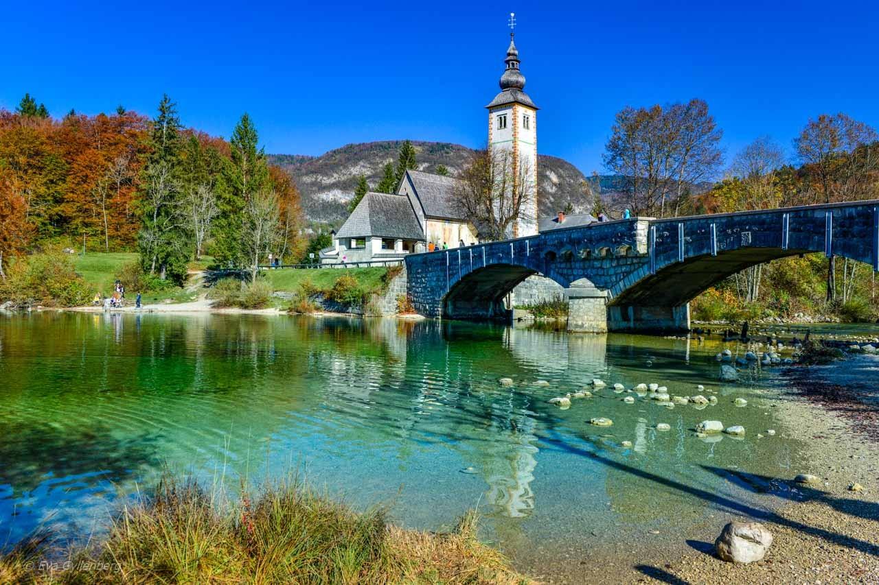 Kyrkan vid Lake Bohinj - Slovenien