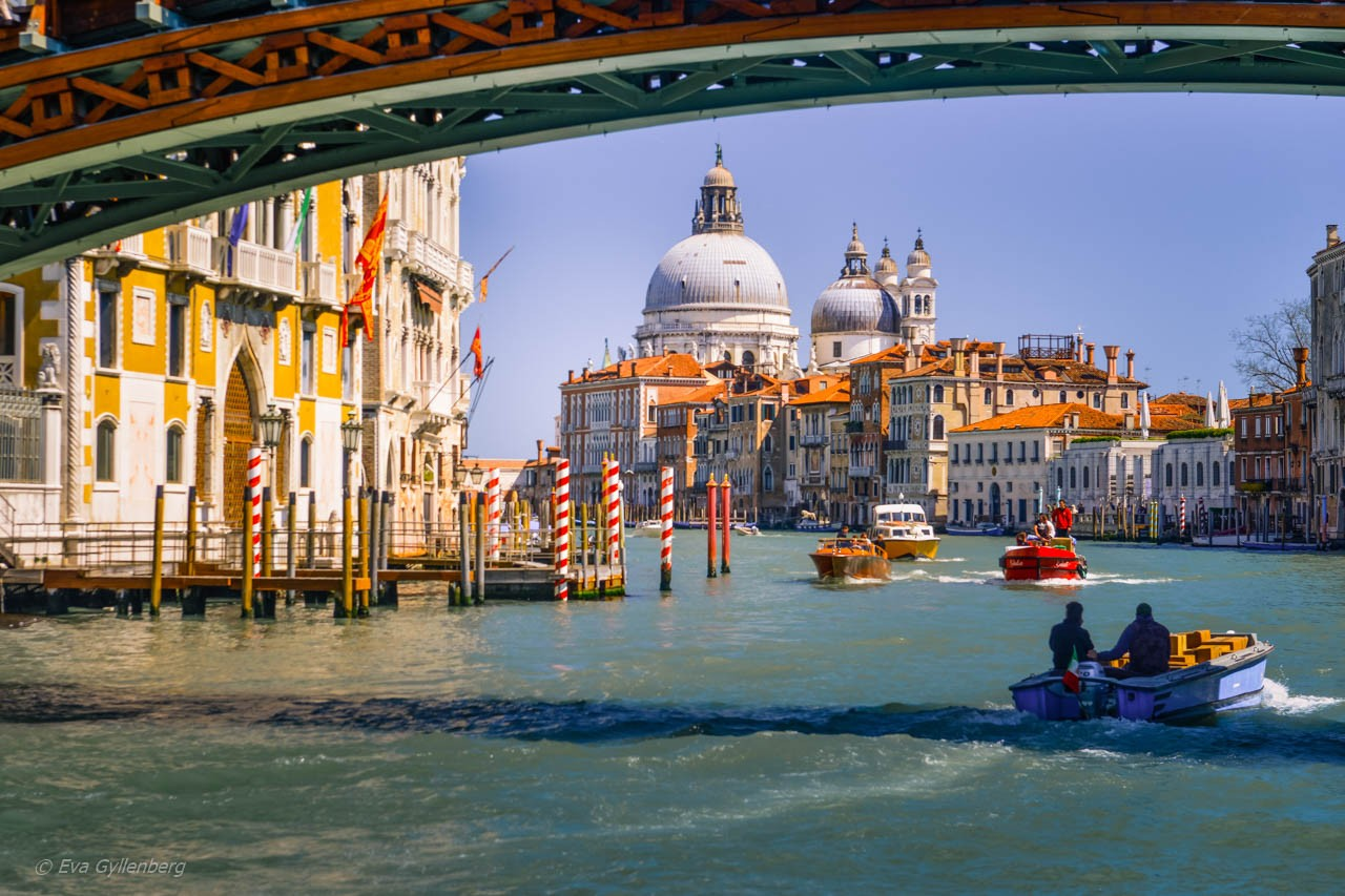 Under broarna i Venedig