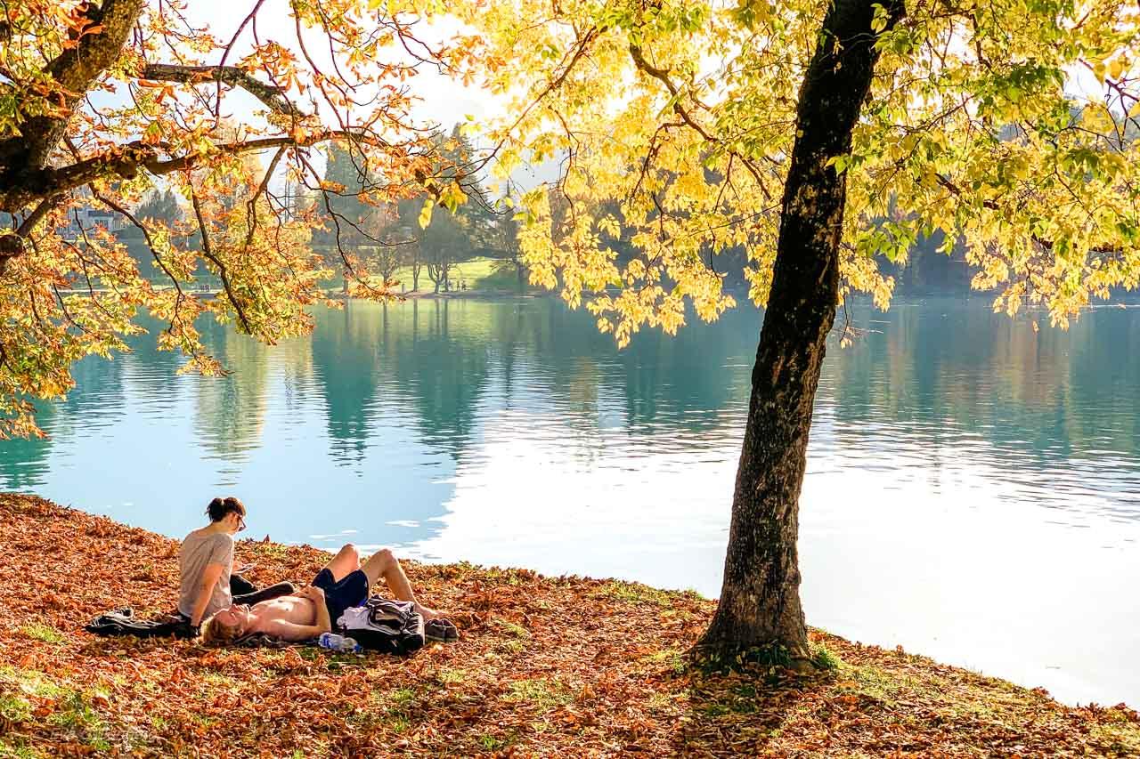 Solande par vid Bledsjön