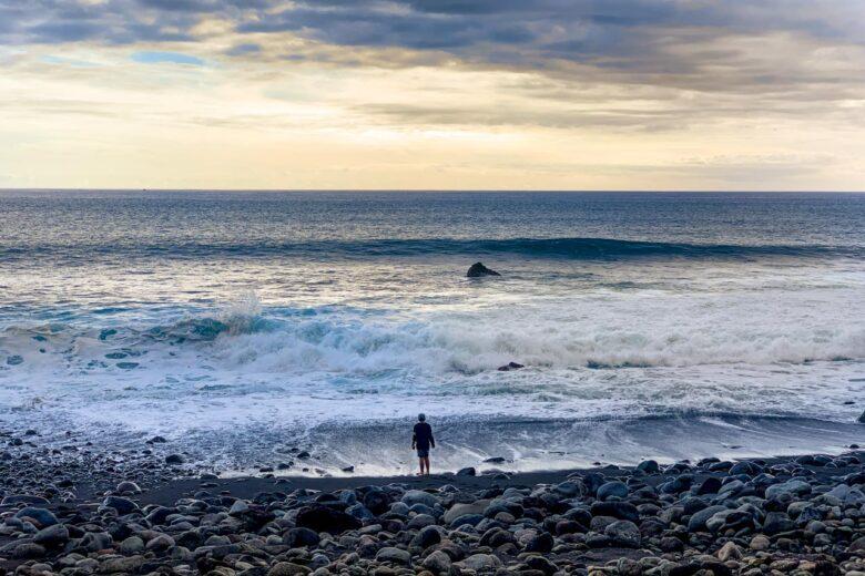 Dramatiska vågor vid Faja Dos Padres