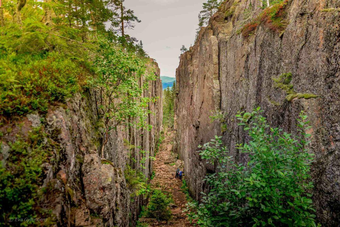 Vandra Slåttdalsskrevan - Skuleskogens mest dramatiska sida 1