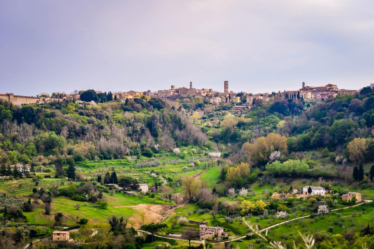 Volterra - Alabasterstaden på kullen i Toscana 8