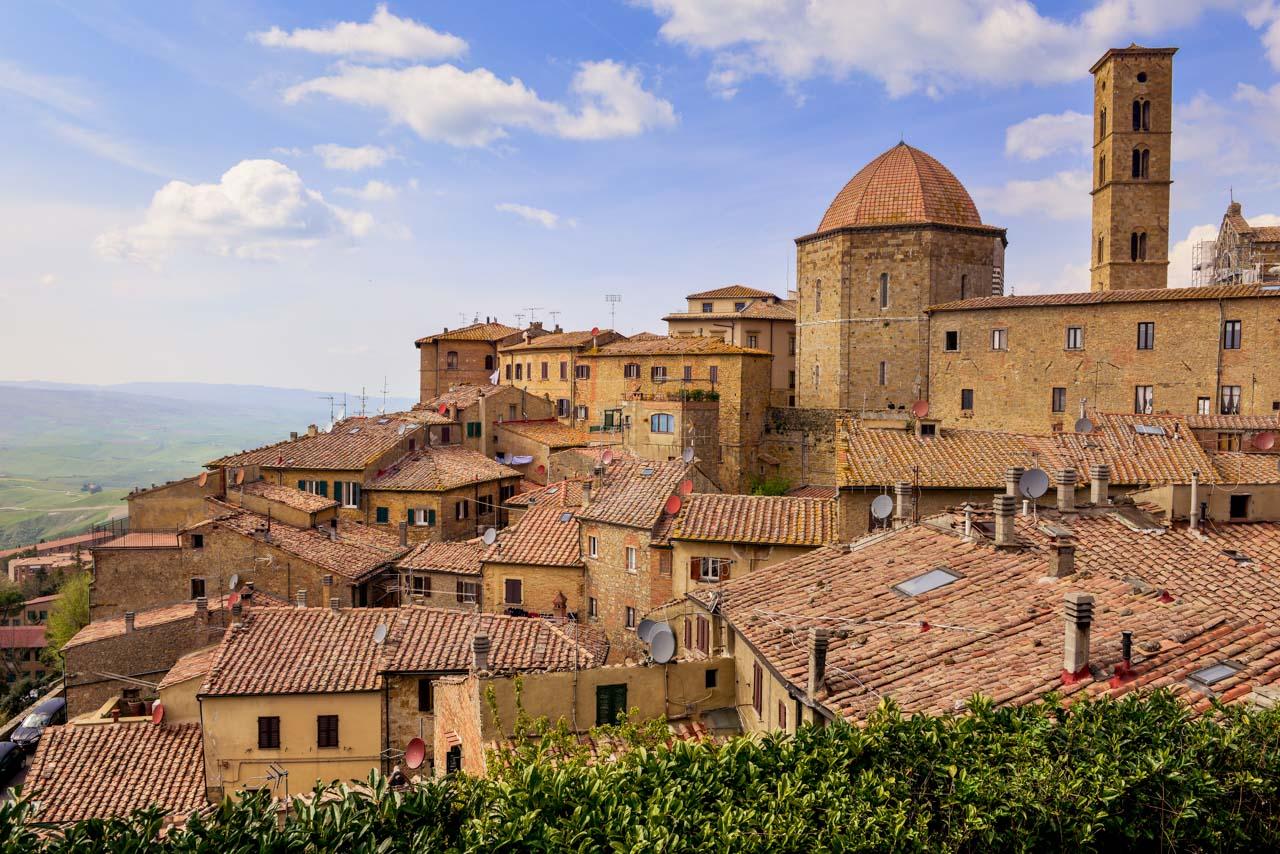 Volterra ser ut över Toscana