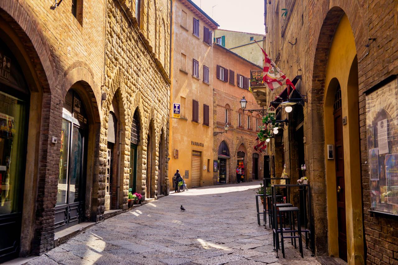 Volterra har många små butiker och gränder