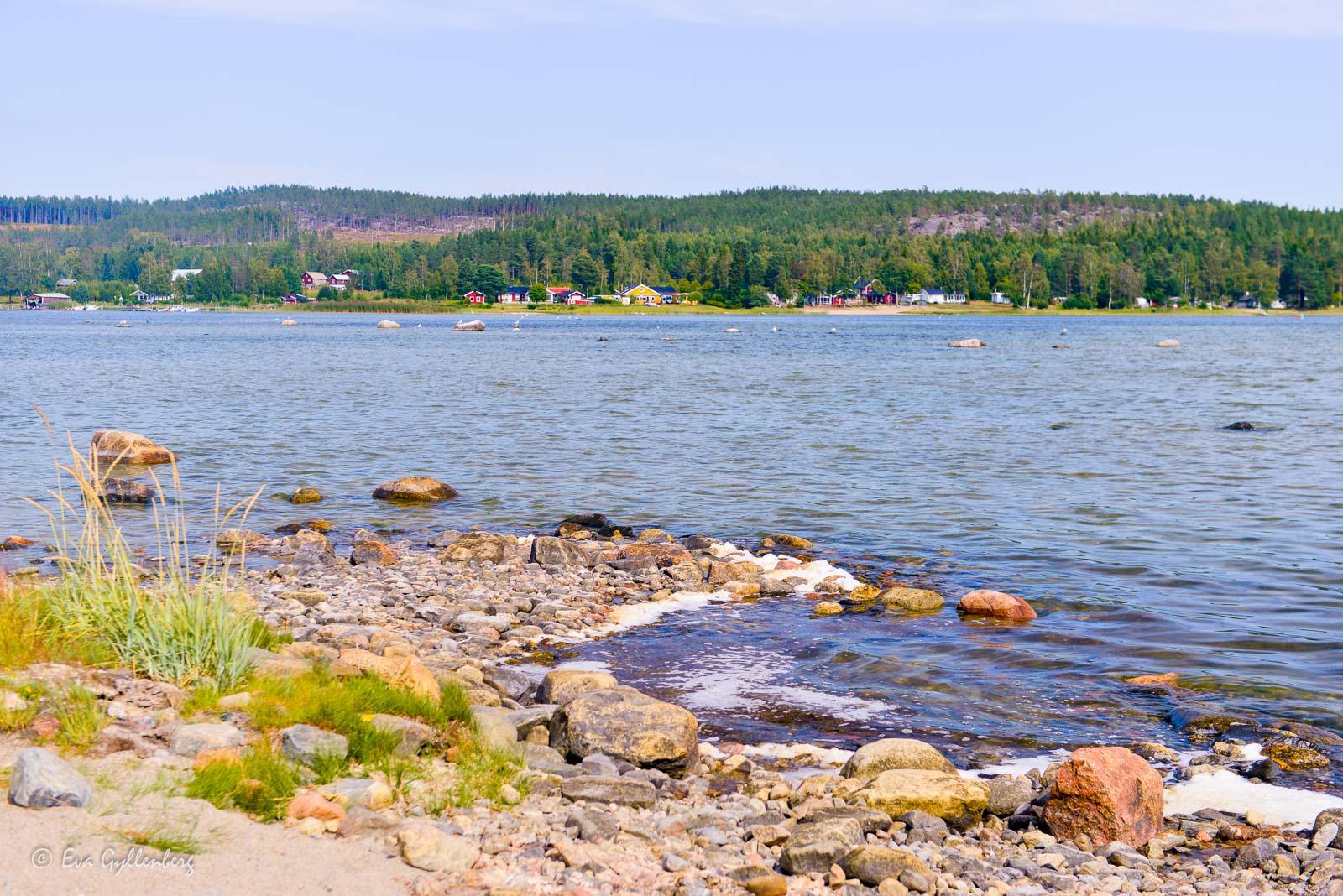 Sommarstugor utefter Bäckfjärden