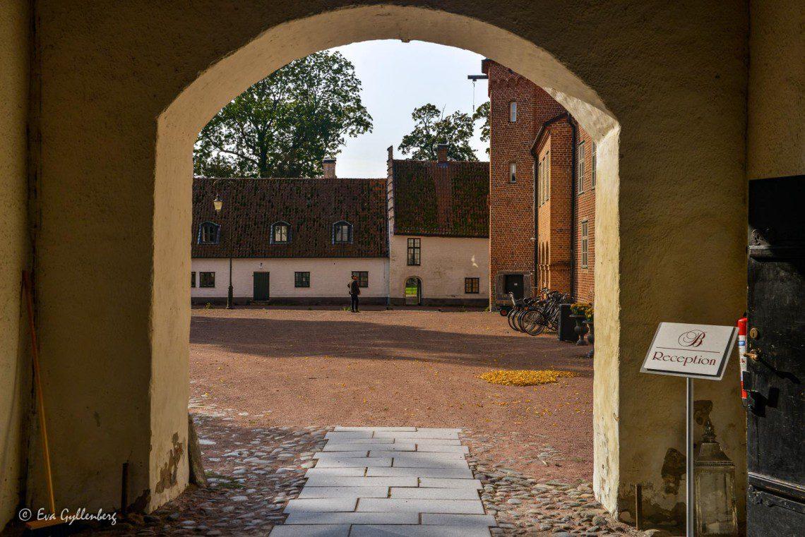 Ingången till innergården på Bäckaskog slott