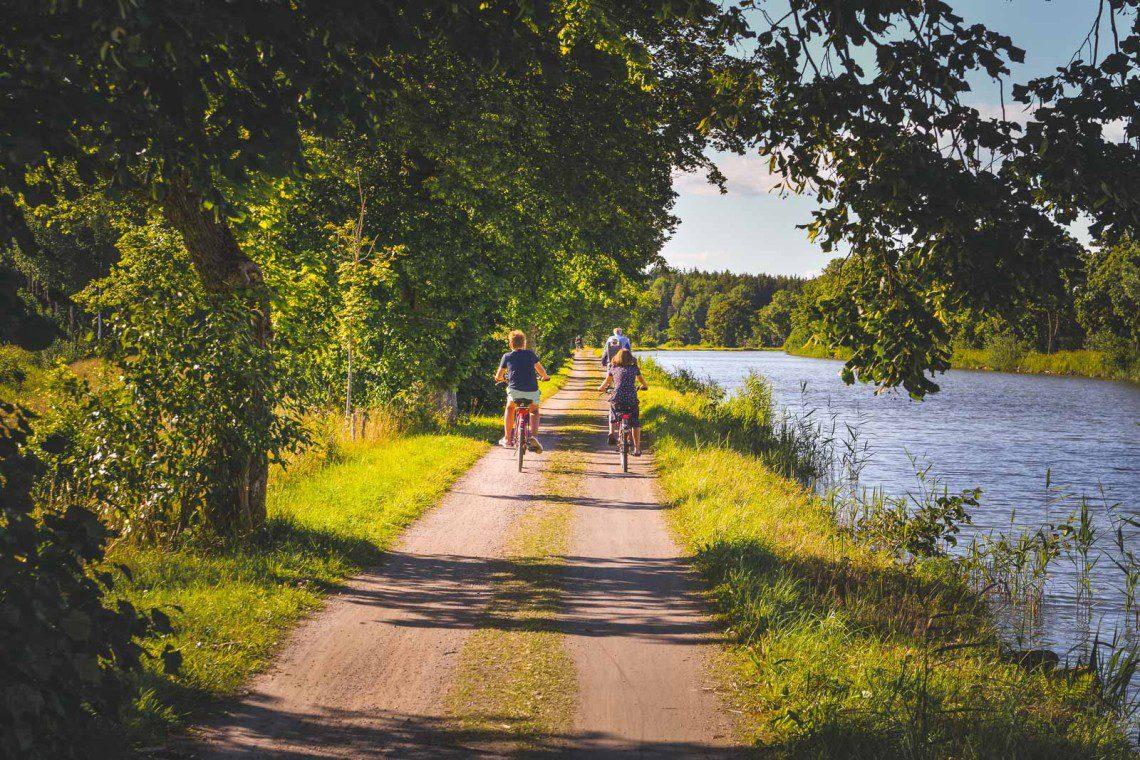 Familjevänlig cykling längsmed Göta Kanal