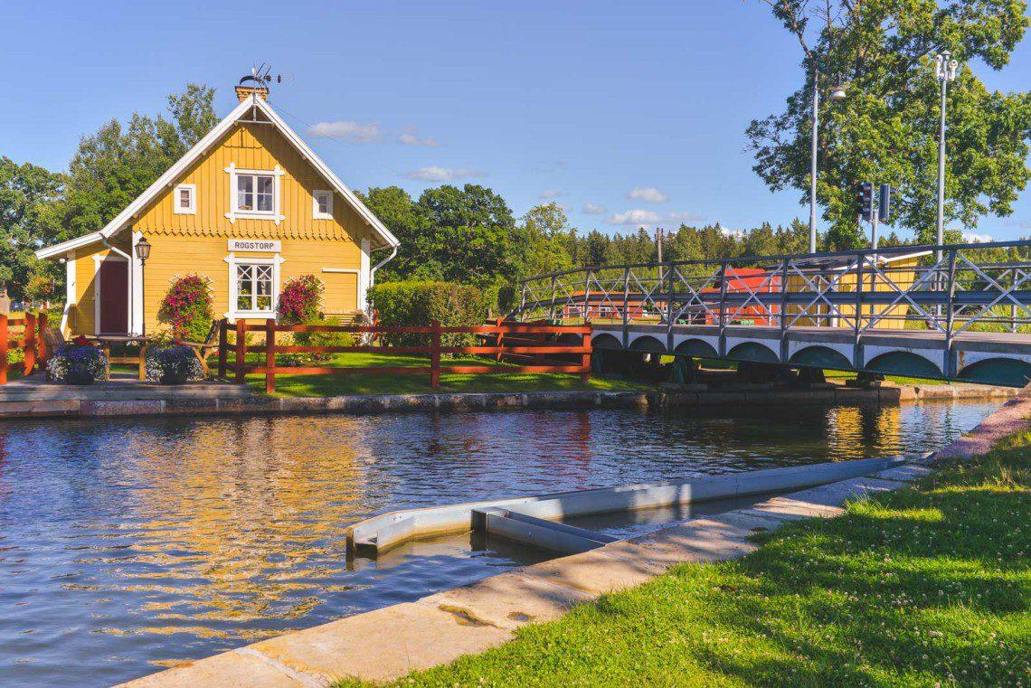Sluss längsmed Göta Kanal