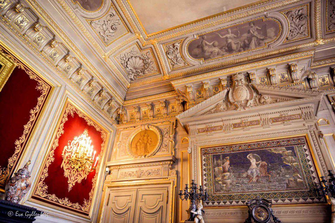 Så mycket detaljer och sniderier på slottet i Chantilly