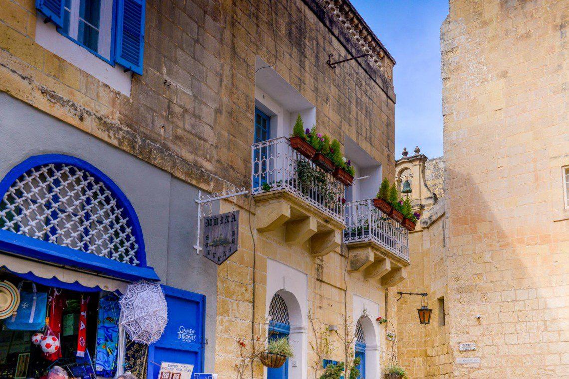 Blå dörrar i Mdina