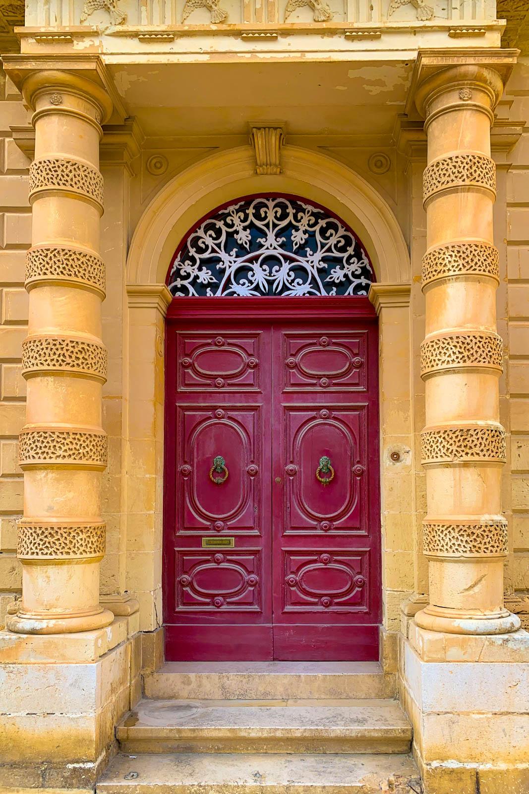 Röd port på Malta