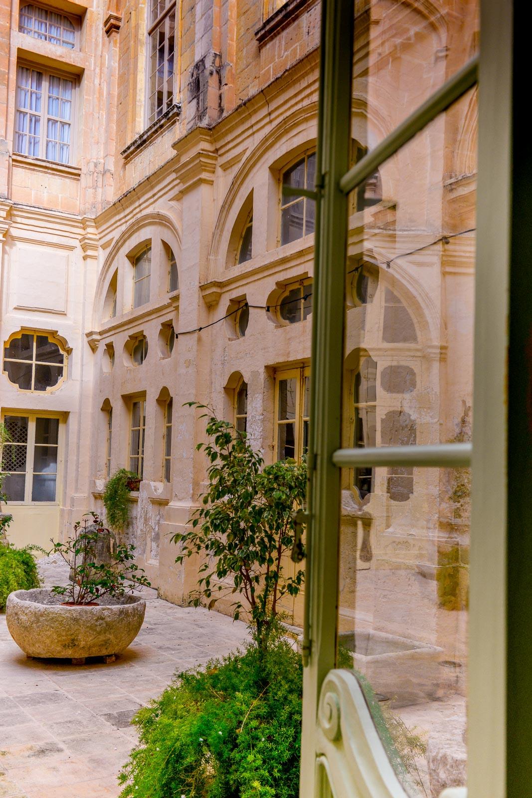 Vacker innergård i Mdina