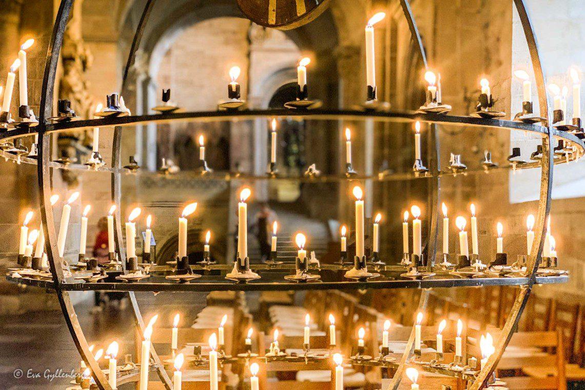 Tända ljus i Lunds domkyrka