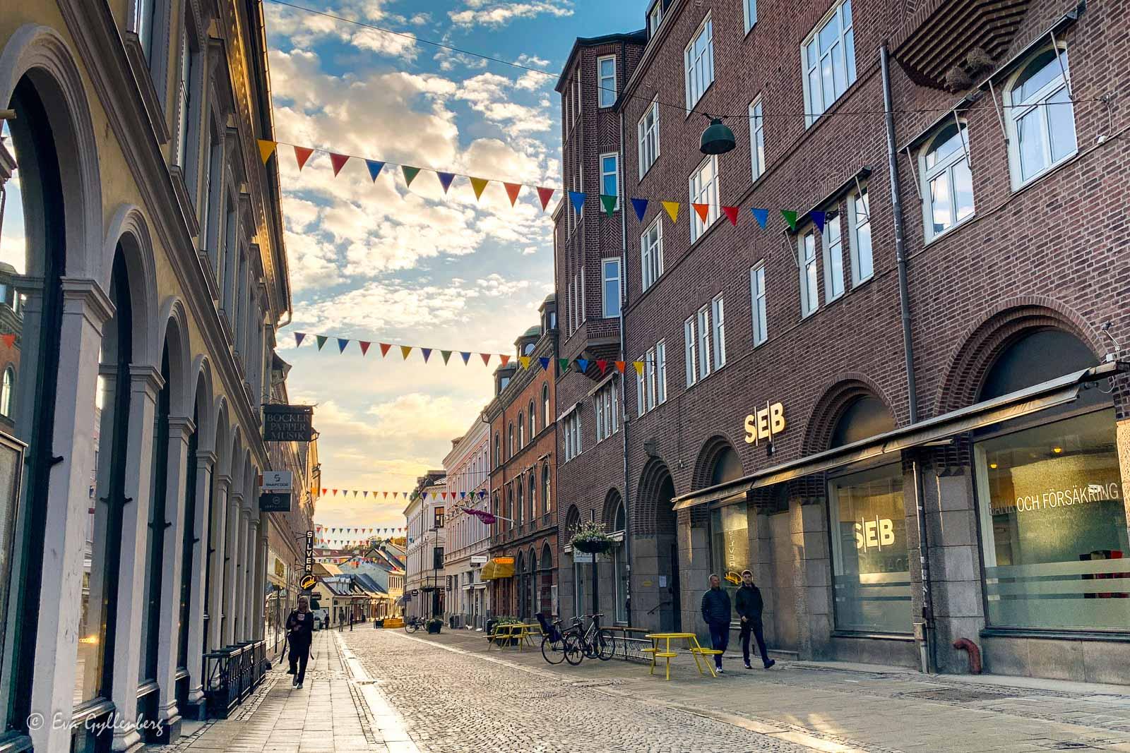 Lunds shoppingkvarter i kvällssol
