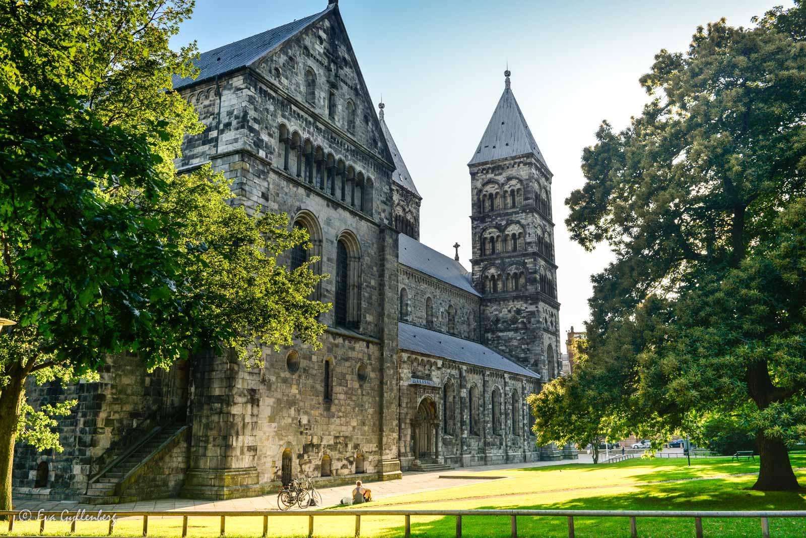 Domkyrkan i Lund en solig dag