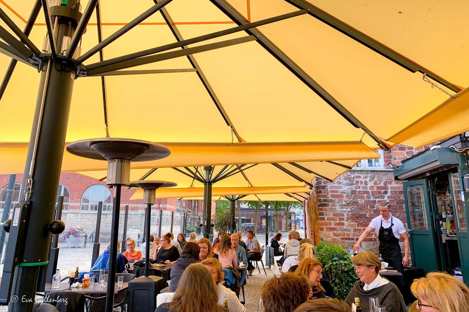 Restaurang VED i sommarsolen