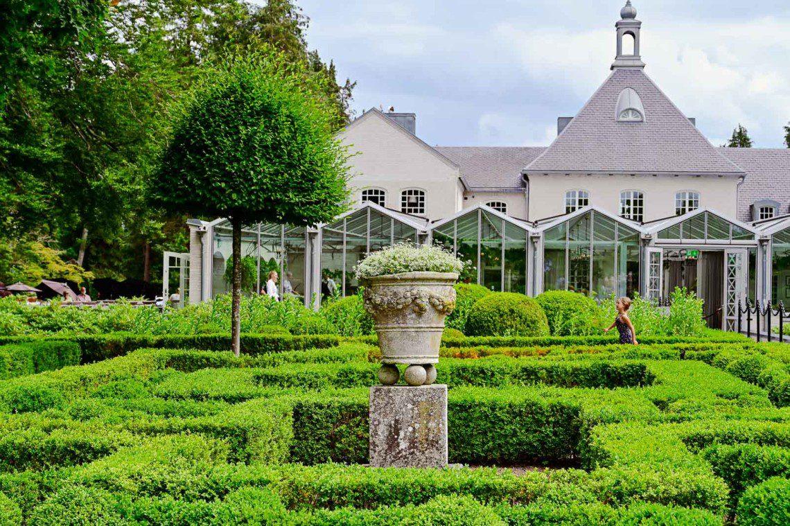 Terrakottakruka i barockträdgården