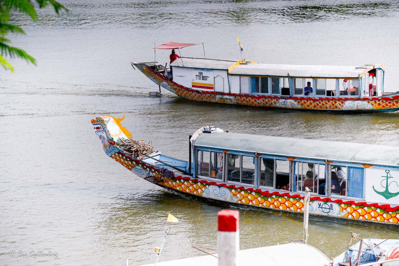 Drakbåtar vid Thien Mu Pagoda - Hue - Vietnam